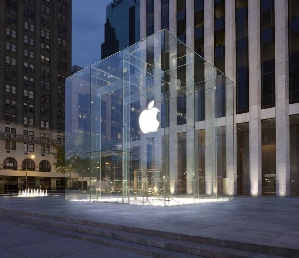 Apple New York  Magazinele impresionante Apple – Dovadă de lux și profesionalism Poze Apple New York